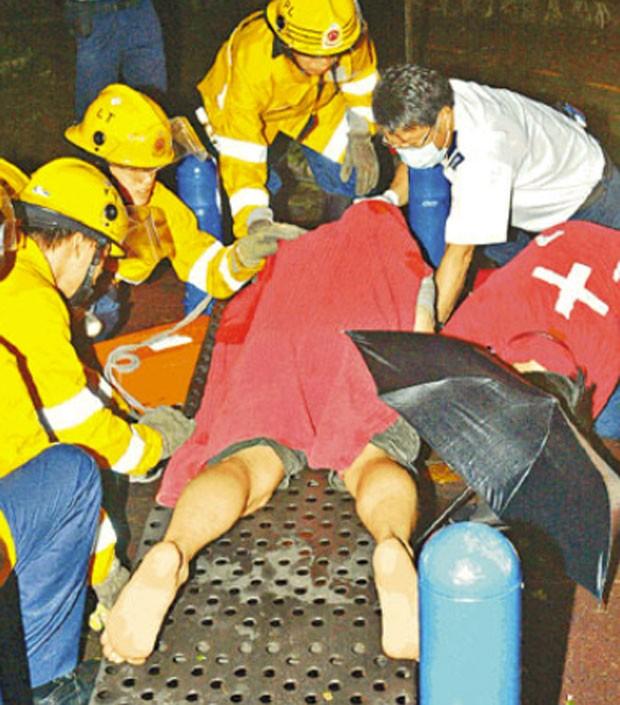 Em 2008, um morador de Hong Kong precisou chamar os bombeiros para se livrar de uma encrenca bizarra. Ele tentou fazer sexo com um banco de metal e ficou com o pênis entalado. (Foto: Reprodução)