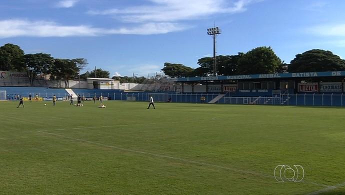 Estádio Anníbal Batista de Toledo - Aparecida de Goiânia (Foto: Reprodução / TV Anhanguera)