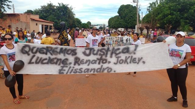 Várias pessoas participaram do protesto pedindo a prisão de Tanus dos Santos, acusado da chacina. (Foto: Guerard Castro / Portal Guajará )