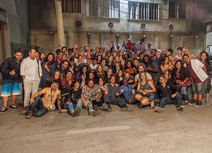 Direção, elenco e produção de 'Chapa' se reúnem em gravação (Foto: Artur Meninea / Gshow)