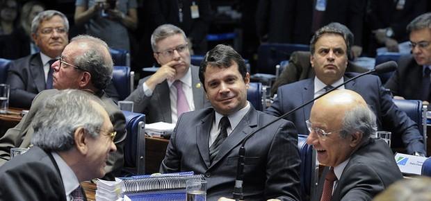 José Pimentel (PT-CE), Raimundo Lira (PMDB-PB) e Reguffe (sem partido-DF) (Foto: Edilson Rodrigues/Agência Senado)