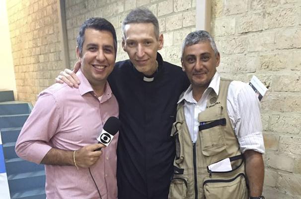 Murilo Zara e o repórter cinematográfico Betto Lopes, com o padre Marcelo Rossi (Foto: Arquivo pessoal)