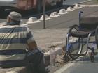 Cadeirante se revolta com calçada sem acesso e faz rampa em Campinas