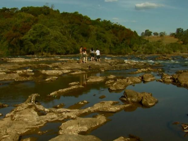 Imagem mostra como estava o Rio Sapucaí antes das chuvas de novembro (Foto: Reprodução EPTV)