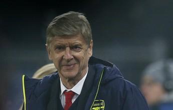 """Pressionado, Wenger diz que seguirá trabalhando: """"Aqui ou em outro lugar"""""""