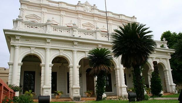 Sede da reitoria da Universidade Nacional de Assunção, no Paraguai (Foto: Wikimedia Commons)