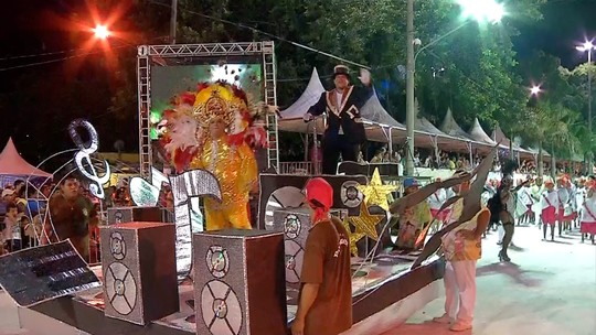 Escolas do grupo de acesso abrem noite de desfiles em Corumbá, MS