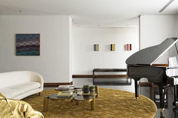 Casa em Curitiba privilegia o convívio social em meio à arte e ao design (Foto: Alain Brugier)