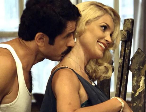 Eriberto Leão e Flávia Alessandra em cena da novela Êta Mundo Bom (Foto: Reprodução/Globo)