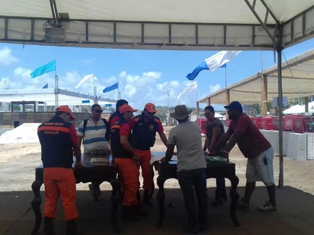 Bombeiros inciam trabalhos de vistoria das festas de réveillon em Maceió (Foto: Hágata Christye/G1)