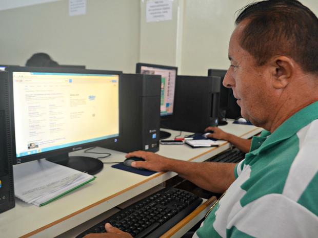 O militar da reserva Francisco Adelino diz que se aperfeçoou com as aulas (Foto: Aline Nascimento/G1)