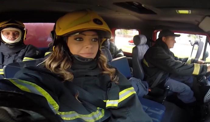 Cecília Ribeiro vive um dia como bombeiro no Carona (Foto: Divulgação)
