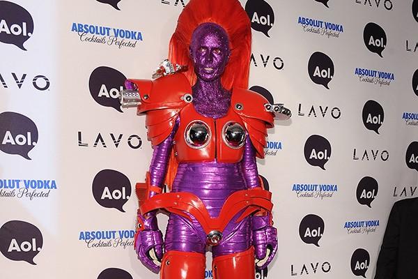 Heidi Klum, modelo e apresentadora do 'Project Runaway', faz uma festa de Halloween anualmente e se empenha muito em suas fantasias! Olha só essa na qual ela está de heroína. (Foto: Getty Images)