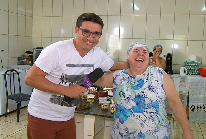 Dona Fia é a simpática cozinheira da cidade de Itaberá (Foto: Reprodução / TV TEM )