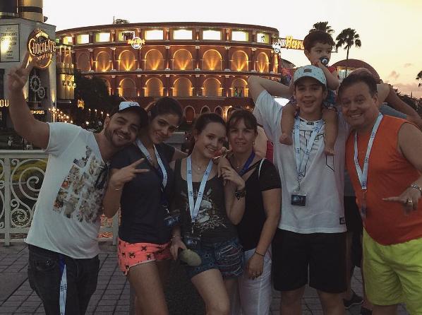 8efeadb297641 João Guilherme, Larissa Manoela e sua família na Disney (Foto  Reprodução    Instagram