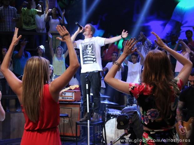 NX Zero participa do programa Altas Horas deste sábado (Foto: TV Globo/Altas Horas)