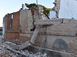 Casas geminadas foram demolidas (Foto: Cristina Baron/Cedida)