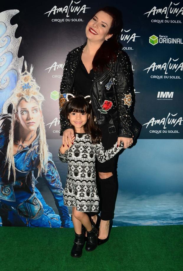 Fernanda Souza e a sobrinha Belinha (Foto: Eduardo Martins e Bruno Melero/AgNews)