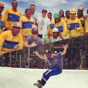 Sandro Dias e Carlos Burle na pista de skate do Maracanã (Foto: Reprodução / Instagram)