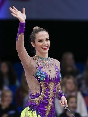 Natália Gaudio celebra a vaga olímpica (Foto: Ricardo Bufolin / CBG)