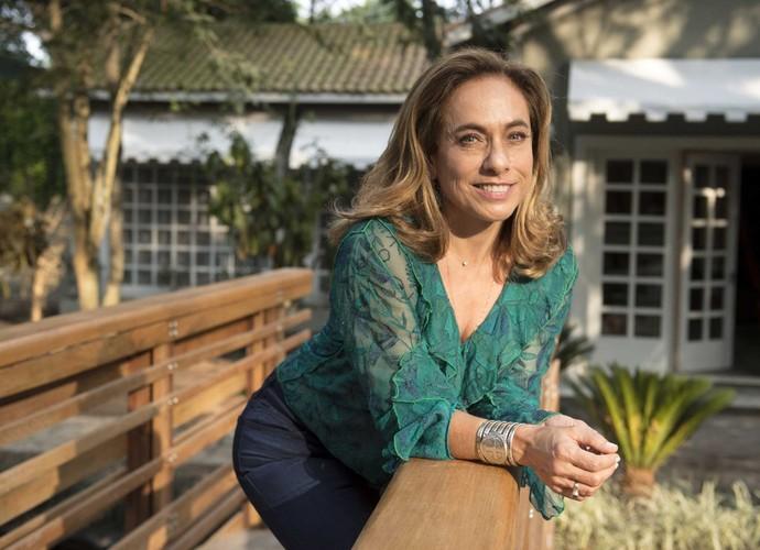 Cissa Guimarães descansa pelo jardim (Foto: Renato Rocha Miranda/ TV Globo)