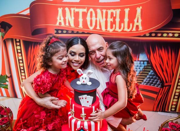 Antonella, Daniela Albuquerque, Amílcare Dallevo e Alice (Foto: Kátia Rocha)