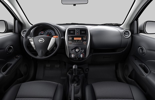 nissan revela interior do novo versa