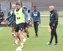 Jornal: Mourinho deve dispensar Schweinsteiger, Andreas e mais sete
