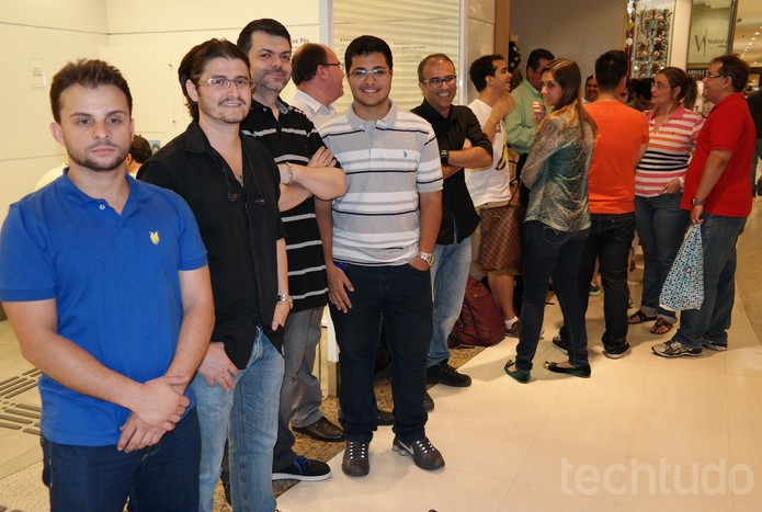 Fila para comprar o iPhone 6 começou a se formar na manhã do dia 13 (Foto: Laura Rezende/TechTudo)