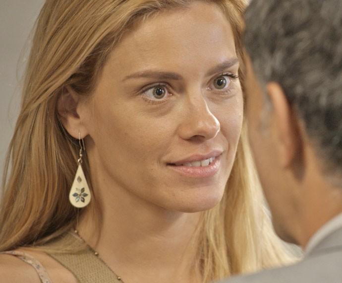 Lara aceita proposta de Orlando (Foto: TV Globo)