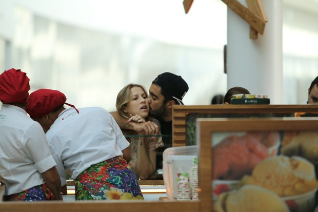 Luana Piovani e Pedro Scooby (Foto: Fabio Moreno / AgNews)
