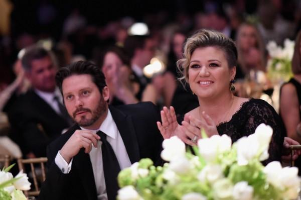 Kelly Clarkson e o pai de seus filhos, Brandon Blackstock (Foto: Editora Globo)