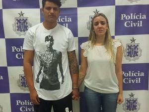 Casal preso na Av. Paralela, em Salvador, com carro roubado e drogas. Bahia (Foto: Polícia Civil / Divulgação)