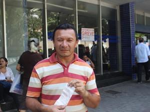 Chagas Costa teve a senha do cartão bloqueada  (Foto: Juliana Barros/G1)