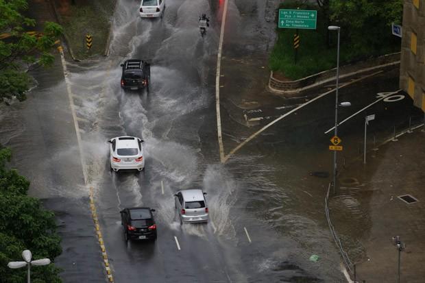 Chuva atinge a capital nesta quarta-feira (4) (Foto: Nelson Antoine/Estadão Conteúdo)