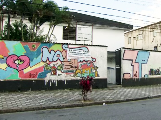 Escola Estadual Azevedo Júnior, em Santos, SP (Foto: Reprodução/TV Tribuna)
