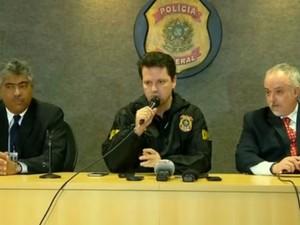 Polícia Federal concedeu coletiva sobre a 12ª fase da Lava Jato (Foto: Reprodução/RPC)