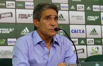 """""""A ferida é muito grande"""", diz técnico Carpegiani após eliminação do Coxa"""