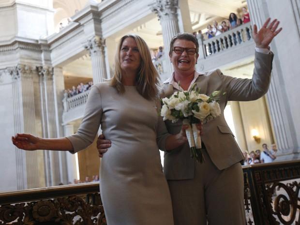 Kristin Perry e Sandra Stier se casaram nesta sexta-feira (28), na Califórnia, EUA, após revogação da Proposição 8 (Foto: REUTERS/Stephen Lam)