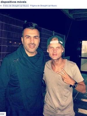 Foto com Avicii divulgada pela gravadora Straight up music! (Foto: Reprodução / Facebook)