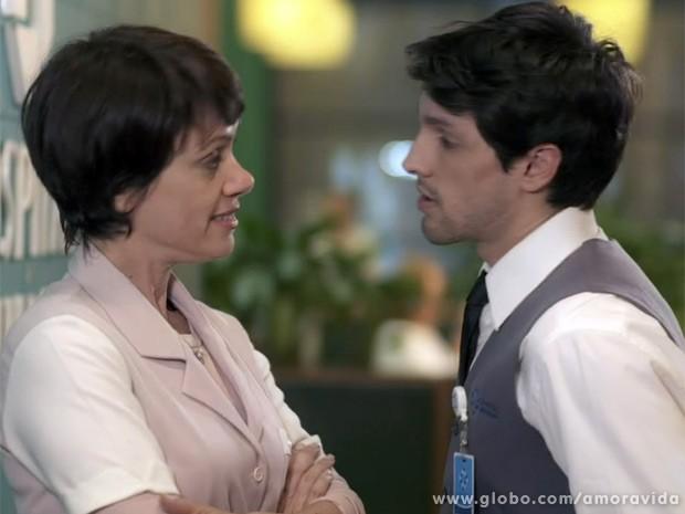 Joana surpreende Luciano ao pagar a faculdade do jovem (Foto: Amor à Vida / TV Globo)