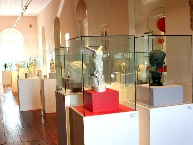 Exposição Esculturas do Mundo, que mostra esculturas e outras obras produzidas no mundo inteiro (Foto: Marcos Dantas / G1 AM)
