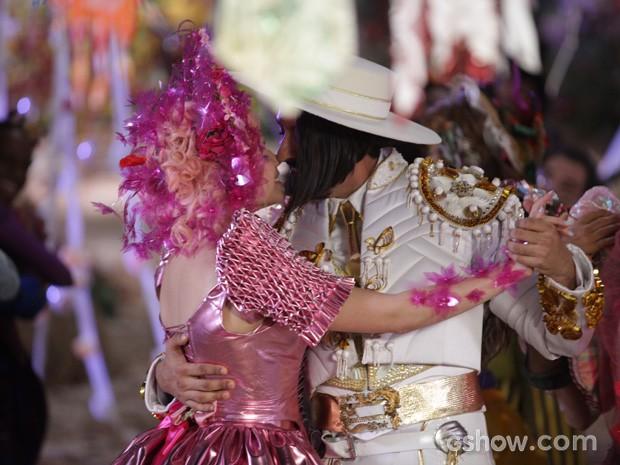Juliana e Zelão se casam no mesmo dia em que Gina e Nando (Foto: Pedro Curi/TV Globo)