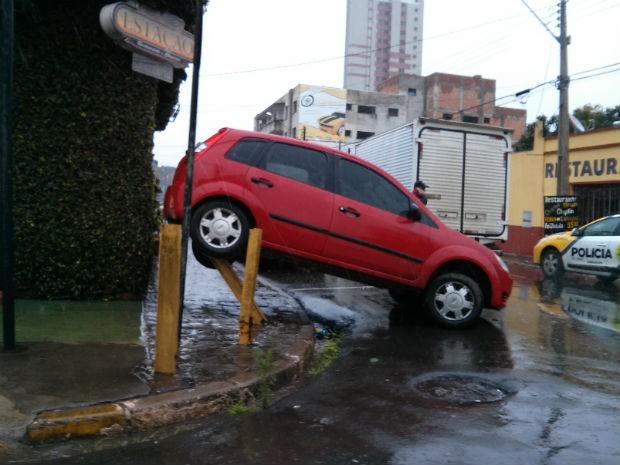Carro tem placas de Pato Branco, no sudoeste do Paraná (Foto: Gabriel Laroca/ Arquivo pessoal)