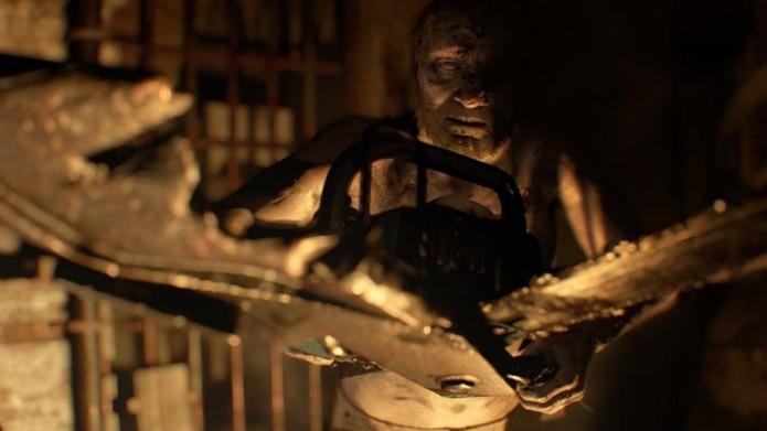 Serra elétrica é eficaz em combate contra principal vilão de Resident Evil 7 (Foto: Divulgação/Capcom)