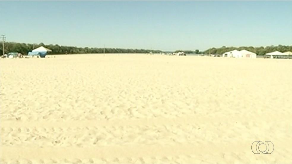 Praia da Tartaruga, em Peixe, atrai turistas de todo o estado (Foto: Reprodução/TV Anhanguera)