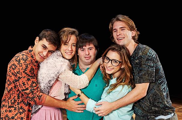 Karina Ramil, Lorena Comparato, Pedro Baião, Renato Goes e Theo Nogueira em cena (Foto: Nana Moraes)