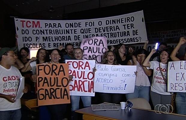 Ocupação do plenário começou após vereadores recusarem impeachment de prefeito de Goiânia, Goiás (Foto: Reprodução/TV Anhanguera)