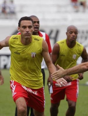 César Gaúcho, zagueiro do Botafogo-SP (Foto: Rogério Moroti/Ag. Botafogo)