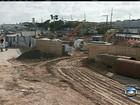 Motoristas e pedestres sofrem com obras inacabadas nas estradas